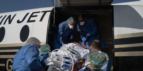 Covid-19 : à Lille, des évacuations sanitaires sous haute tension