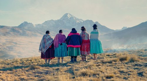 Cholita's Escaladoras - Photographs and text by Todd Antony | LensCulture