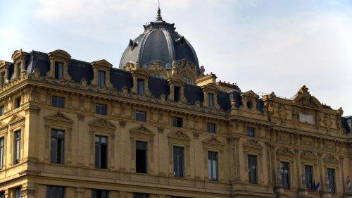 «Ma vie professionnelle est ruinée» : le patron d'une société parisienne perd tout à cause d'une fraude au Kbis