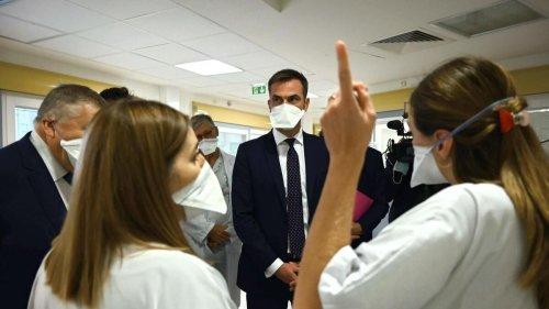 Démission de 1300 étudiants infirmiers : «Nous essayons de comprendre», affirme Olivier Véran