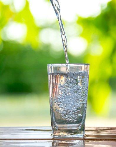 Eau potable : quelles autres solutions que l'eau en bouteille ? (1/2) - Les Echos Planète