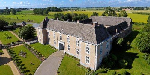 Un remarquable château-ferme à Faimes à vendre pour 2.300.000 euros (photos)