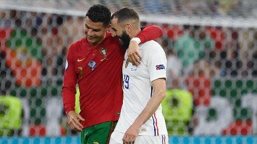 Félicitations et échange de maillots: les retrouvailles complices entre Ronaldo et Benzema (vidéo et photos)