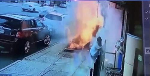 Un homme survit à une explosion sur un trottoir en plein New York (vidéo)