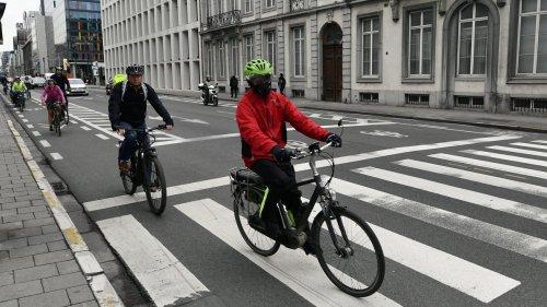 Rue de la Loi à Bruxelles: une bande de circulation supprimée pour élargir les pistes cyclables