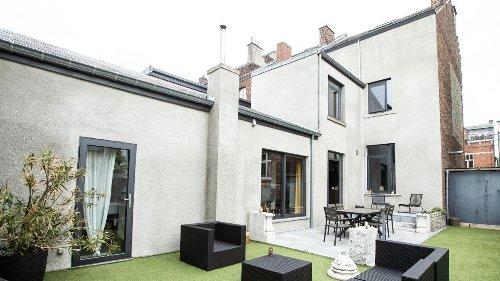 Une maison de maître rénovée en vente à Andenne (photos)