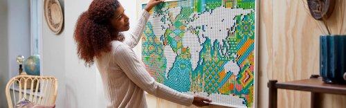 Une carte du monde en briquettes LEGO pour les passionnés de voyages