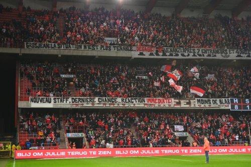 «Grosjean, dégage!», «Nouveau staff, dernière chance… réaction immédiate!»: les messages forts des supporters du Standard (vidéo)