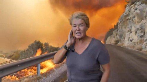 Une journaliste forcée d'interrompre son direct car menacée par les feux de forêt en Turquie (vidéo)