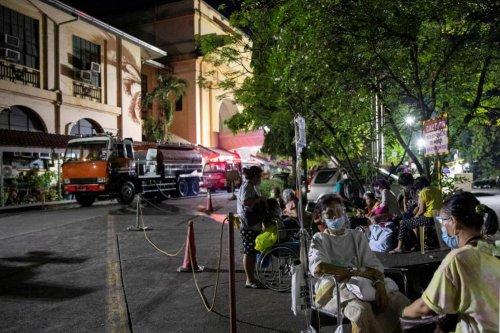 Environ 500 patients évacués après l'incendie du plus grand hôpital Covid des Philippines
