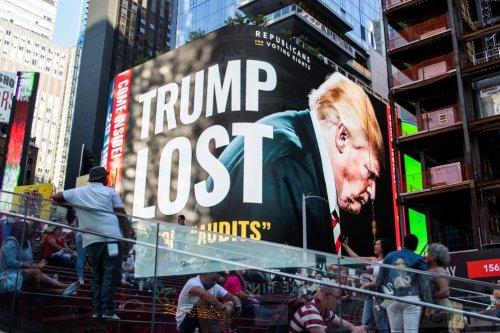 «Trump a perdu»: un panneau d'affichage républicain géant fait parler de lui à Times Square (photos)