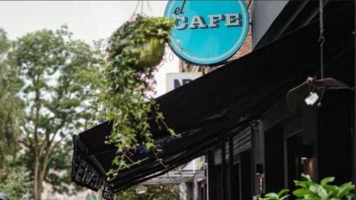 Agressions sexuelles à Ixelles: le bar El café réagit aux accusations