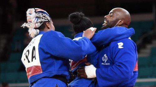 JO 2020: la France médaillée d'or en judo dans l'épreuve par équipe mixte