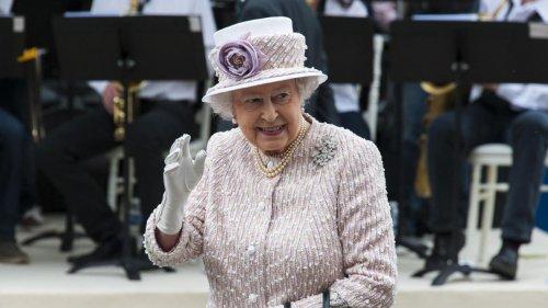 Le coup de gueule de la reine Elizabeth II alors que son micro est encore ouvert