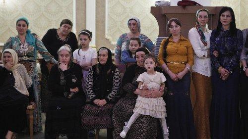 Russie: Indira, une mère dans l'impasse pour avoir fui avec son fils la Tchétchénie de Kadyrov