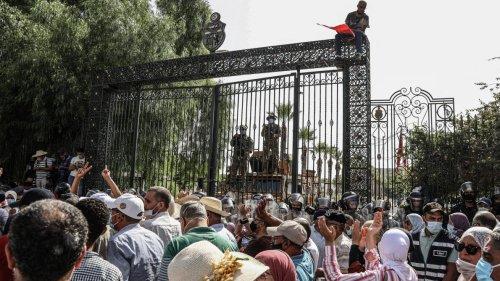 Tunisie: «Le président a donné un grand coup de pied dans la fourmilière»