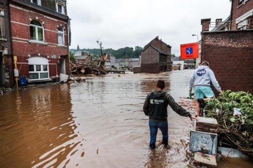 «Justice pour les sinistrés»: le cri de désespoir d'une cinquantaine de personnes à Liège