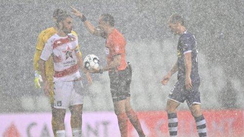 La rencontre entre le Beerschot et le Cercle Bruges interrompue à cause de la pluie (photos)