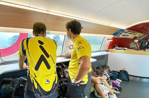 Avec les voyageurs retardés à bord du Paris-Brest