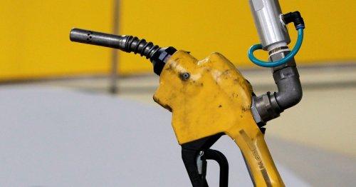 Les prix du pétrole dégringolent