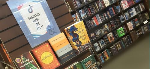 La lecture à haute voix sur TikTok fait décoller les ventes en librairie