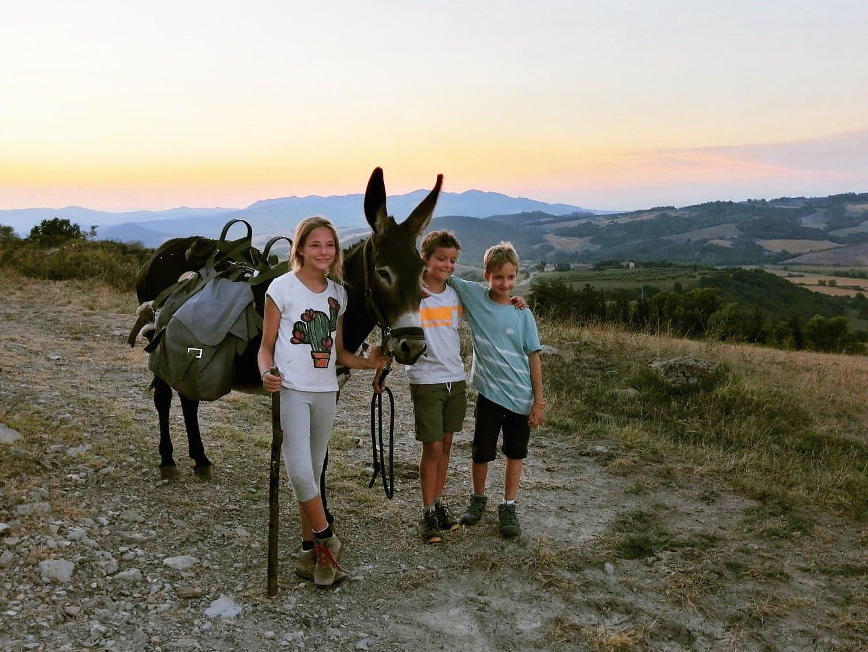 Eselwandern in der Toskana mit Kindern. Wandern mit Esel in Italien