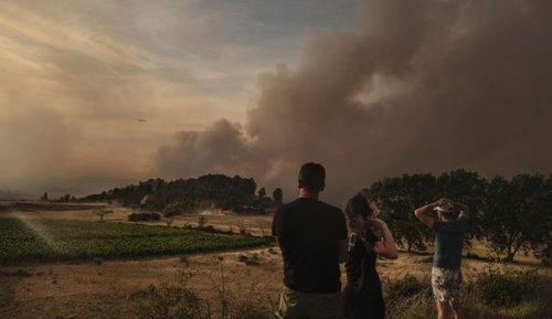 Incendie dans l'Aude: 850 hectares parcourus et des coupures de courant jusqu'au Portugal