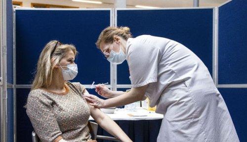 Covid-19 : quel est vraiment le niveau de contagiosité des personnes vaccinées ?