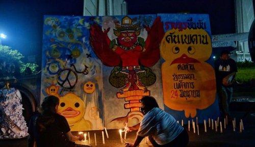 Nouvelle manifestation pro-démocratie à Bangkok malgré la vague de Covid-19