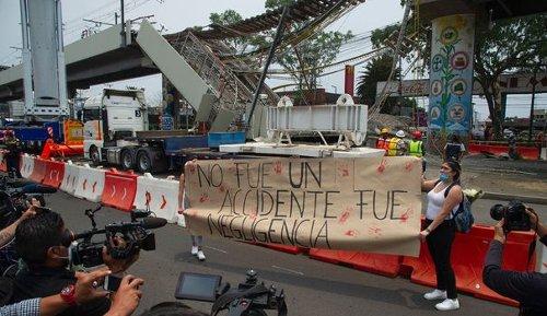 Accident du métro de Mexico: les proches réclament justice