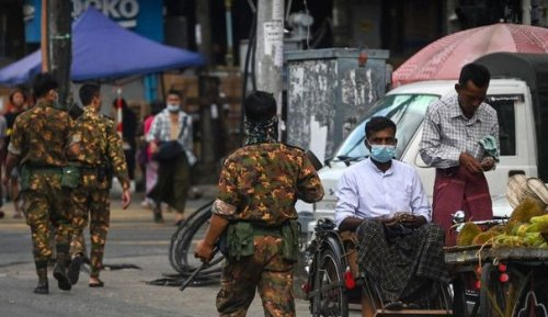 Des milliers de soldats et des armes lourdes : doit-on s'attendre au pire en Birmanie ?