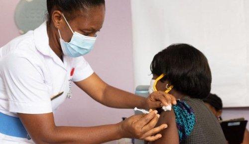 """AstraZeneca, Janssen... L'Afrique """"dans une impasse"""" pour son approvisionnement en vaccins"""