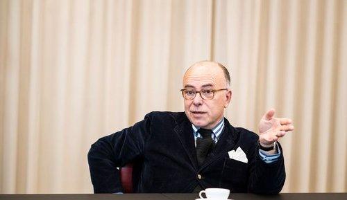 "Bernard Cazeneuve : ""Jean-Luc Mélenchon doit être combattu"""