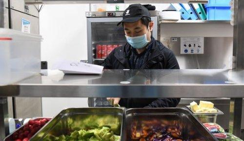 """La livraison de repas fait pousser les """"dark kitchens"""" en banlieue"""