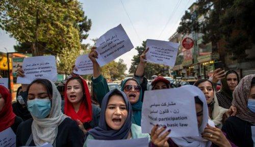 Travail, éducation: l'angoisse des Afghanes face aux restrictions des talibans