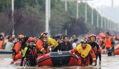 """""""Quittez le pays !"""" : en Chine, des journalistes étrangers pris à partie durant les inondations"""