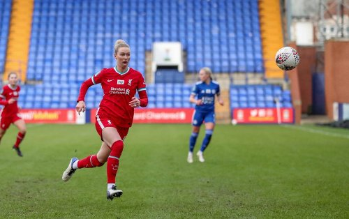 Rhiannon Roberts verlängert ihren Vertrag bei den LFC Women