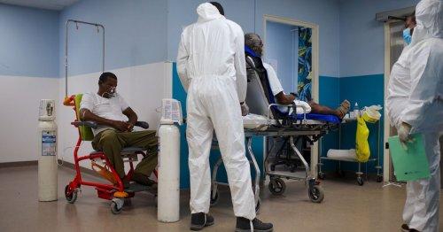 «Je ne peux pas appliquer la loi» : le CHU de Guadeloupe tourne avec des personnels non-vaccinés