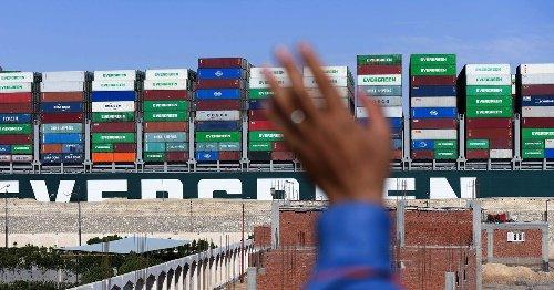 L'«Ever Given» et ses marins toujours bloqués dans le canal de Suez