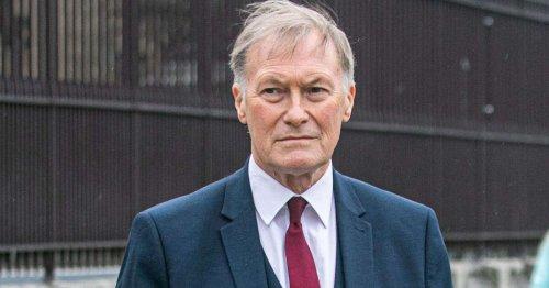 Au Royaume-Uni, le député David Amess meurt poignardé, un acte terroriste selon la police