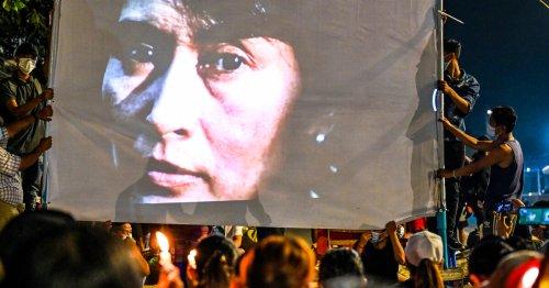 Birmanie : le procès d'Aung San Suu Kyi débute en douleur