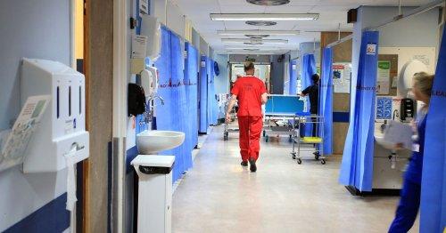 Royaume-Uni : les premiers effets de la vaccination sur le nombre de morts et d'hospitalisés