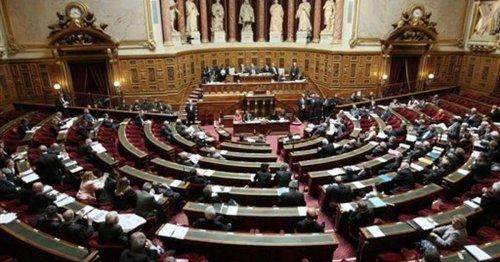 Pas de pass pour les mineurs et en terrasse, application retardée… Le Sénat modifie le projet de loi sanitaire