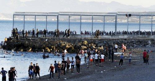 A Ceuta, arrivée en nombre de migrants sur fond de tensions entre l'Espagne et le Maroc