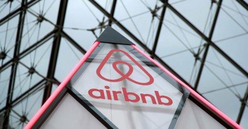 «Airbnb partout, logements nulle part» : contre «les dérives» des meublés de tourisme, des collectifs font maison commune
