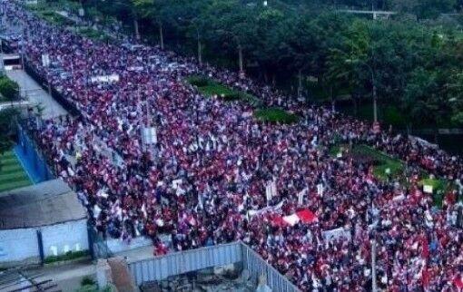 Miles de peruanos marchan para protestar contra el gobierno comunista de Castillo