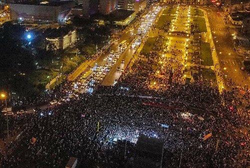 Fujimori encabeza un mitin de protesta contra el fraude ante miles de seguidores