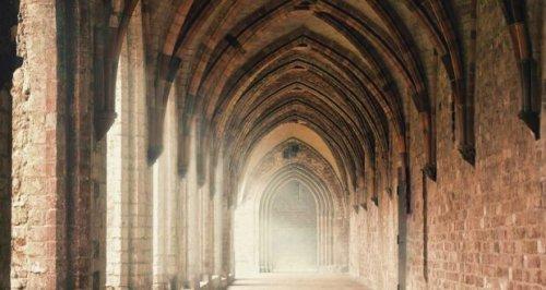 Romanzi ambientati in monasteri e conventi, non solo luoghi di preghiera