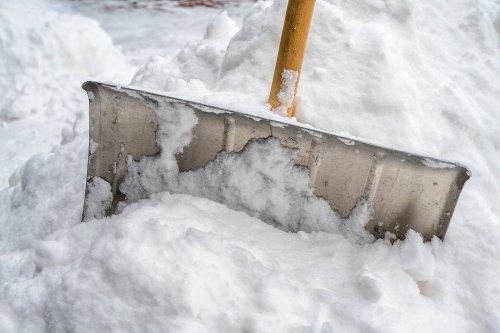 Schneeschieber aus Metall: Die besten Modelle im Vergleich