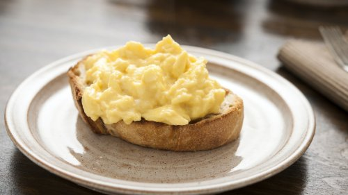 Don't Ruin Your Scrambled Eggs by Adding Salt at the Wrong Time